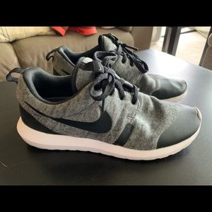 Nike Roshe Runs. Size men's 8